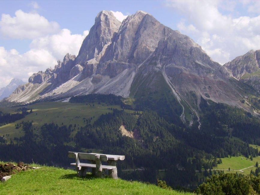 Sommerurlaub in Südtirol – Freizeitaktivitäten vor hochalpinem Bergpanorama
